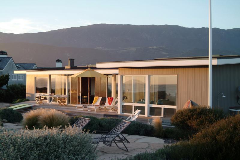 Modern carpinteria beach house dd ford construction for Santa barbara beach house