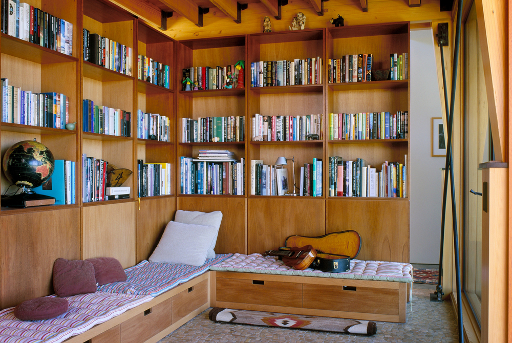 contemporary-residence-library-carpinteria-california